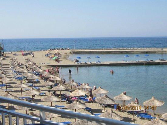 Nana Beach Hotel : The view from the Veranda Pool Bar