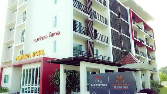 Napatra Hotel: ด้านนอกโรงแรม