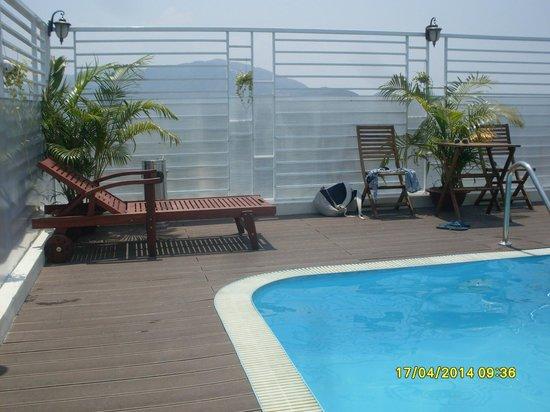 Golden Beach Nha Trang: Бассейн на крыше
