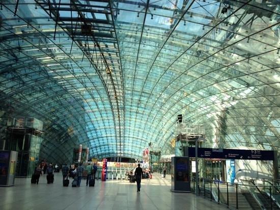 Hilton Frankfurt Airport Hotel: airport
