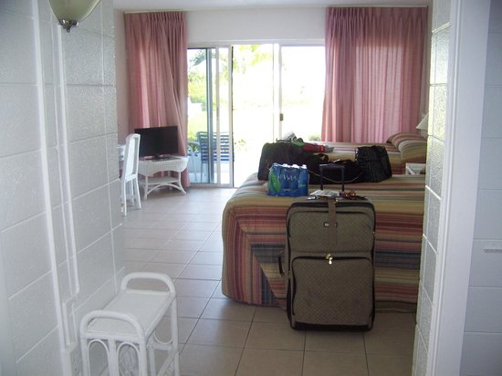 Blue Water Beach Club : room from entrance door