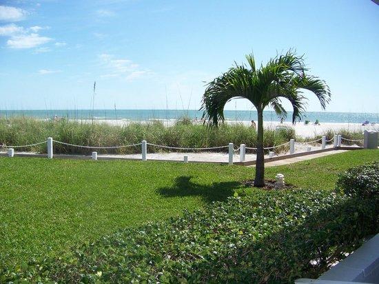 Blue Water Beach Club: view towards beach from room 127