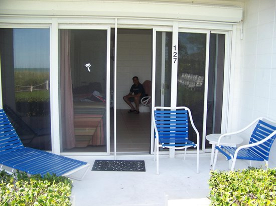 Blue Water Beach Club: view into room from grounds