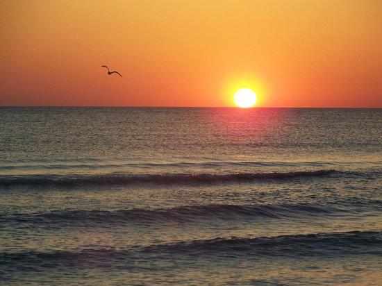 Blue Water Beach Club: sunset