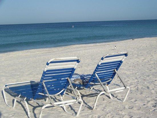 Blue Water Beach Club: beach chairs