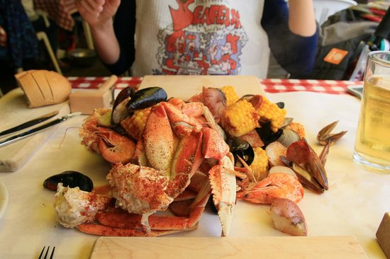 Uhhhmmmm picture of the crab pot seafood restaurant for Fish restaurant seattle