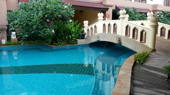 Shanaya Beach Resort & Spa: Pool Area