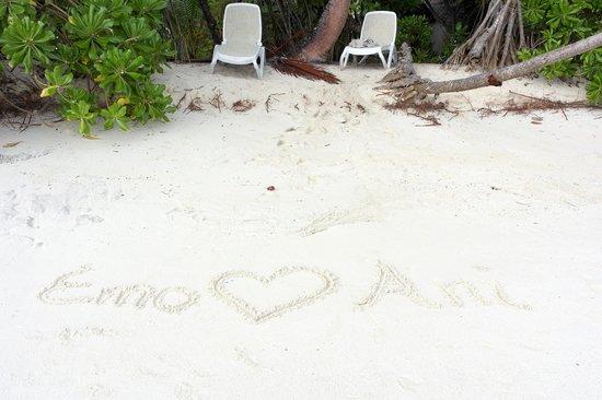 Kuramathi Island Resort: Privater Strandabschnitt