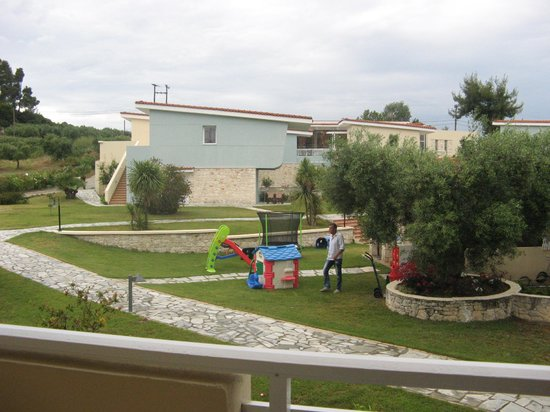 Alkion Hotel: Children's play area - view from balcony
