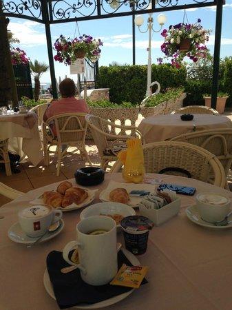 Luxor & Cairo Wellness Hotel: colazione in esterno