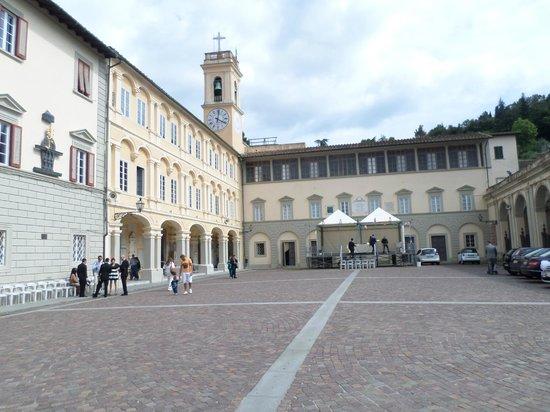Santuario di Montenero : ..piazza di Montenero..