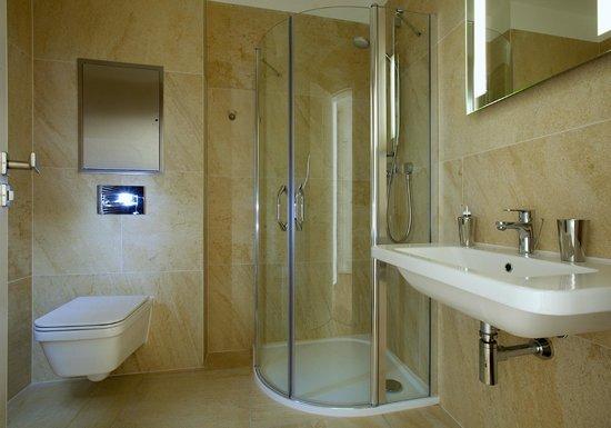 Rybna 9 Apartments: Luxury Bathroom