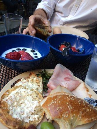 Chelsea Pines Inn: Breakfast