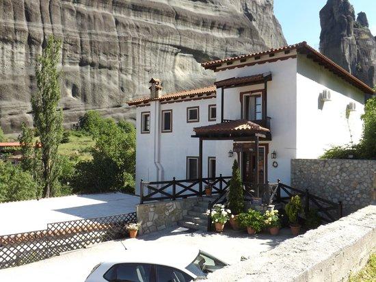 Pyrgos Adrachti : l'esterno dell'albergo