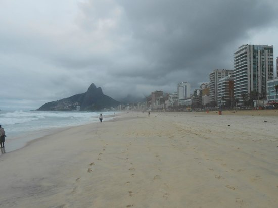 Caesar Park Rio de Janeiro Ipanema Managed by Sofitel: even without sunshine it was wonderful - in the front of the hotel
