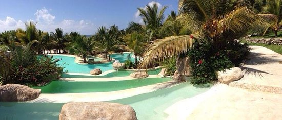 Swahili Beach Resort : Pools