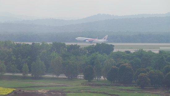 Sama-Sama Hotel KL International Airport: Plane taking off