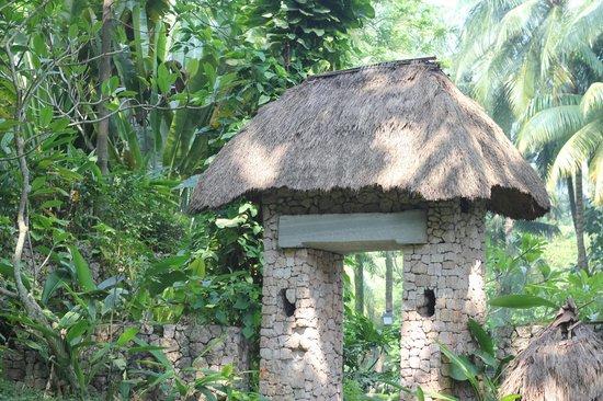 Aryaduta Lippo Village: Beautiful structures around the garden