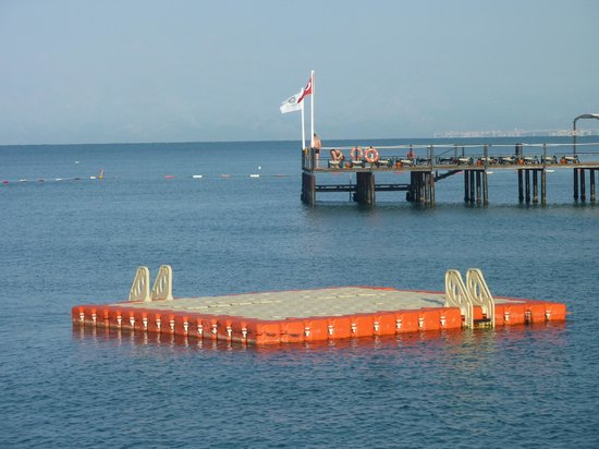 Maritim Pine Beach Resort: Piers and pontoons