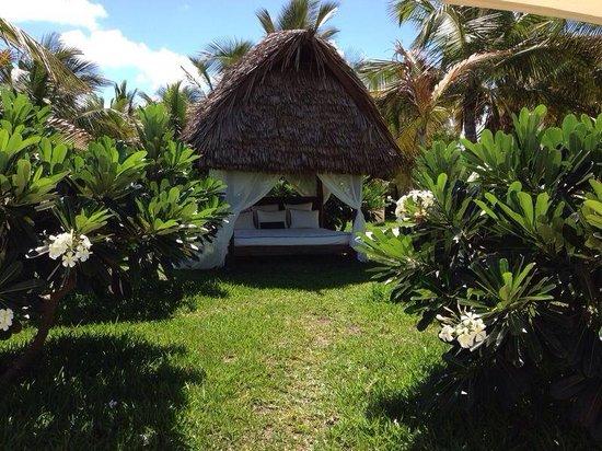 Swahili Beach Resort: Our honeymoon gift, a day in this beautiful sun hut