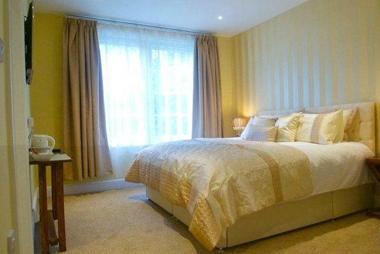 The Crown At Broad Hinton: Our Superking/twin Room