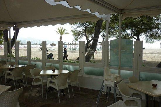 Iberostar Ciudad Blanca: Beach Bar overlooking the beach