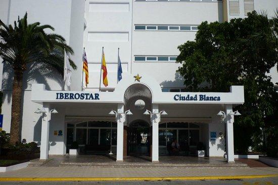 Iberostar Ciudad Blanca: Front of hotel