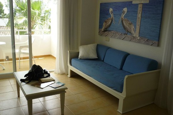 IBEROSTAR Ciudad Blanca: Lounge area in room
