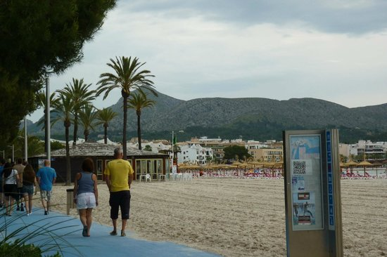 IBEROSTAR Ciudad Blanca: Alcudia beach from outside hotel