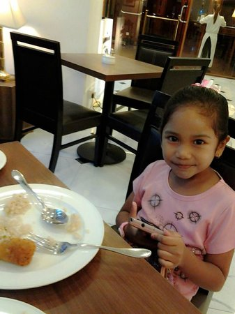 Village Hotel Bugis by Far East Hospitality: having breakfast