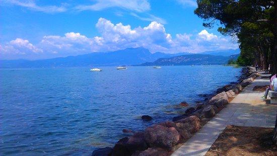 Hotel Corte Valier: fronte lago