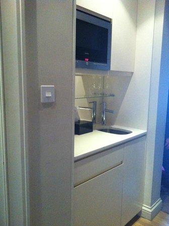 Fraser Suites Edinburgh : Our original room, 7th floor, too hot!