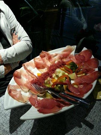 La Botte: Piatto di affettati e verdure al vapore