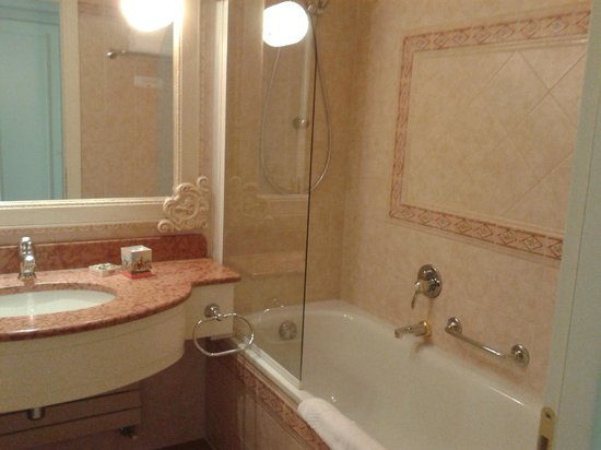 Gardaland Hotel : bagno camera