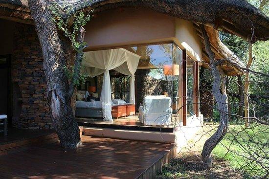 Sanctuary Makanyane Safari Lodge : Our room and terrace