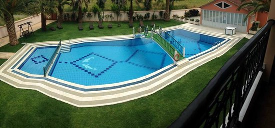 Dimitris Luxury Apartments: The pool