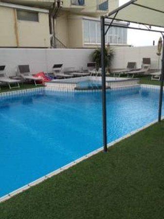 Ferretti Beach Hotel : piscina