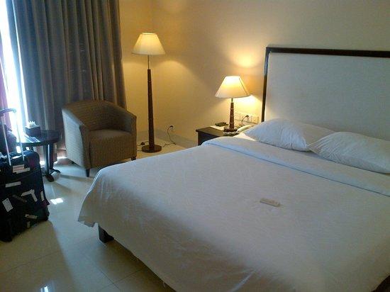 Almond Hotel Phnom Penh: Room