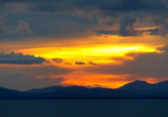 Chaolao Tosang Beach Hotel: sunset