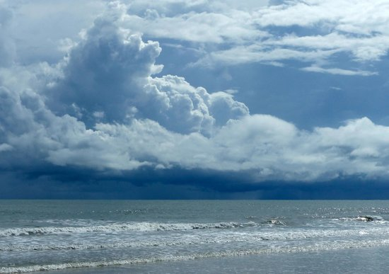 Chaolao Tosang Beach Hotel: approaching rain