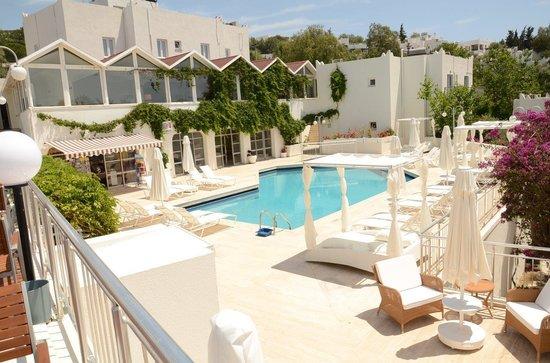 Bantur-Naz Hotel : Pool