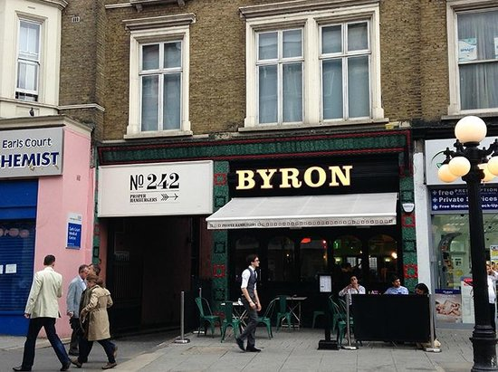 Byron Earls Court: Exterior