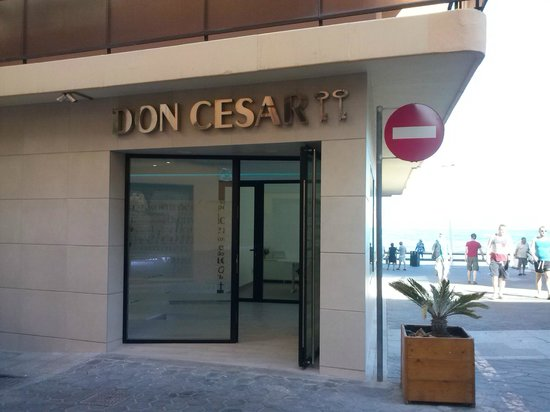 Don César Apartments: Fachada