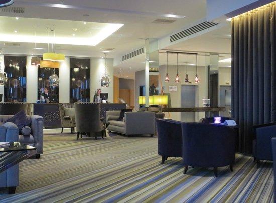 Radisson Blu Waterfront Hotel, Jersey: Lounge and reception