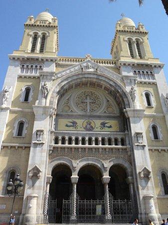 Cathedral of St. Vincent de Paul: Fachada da catedral