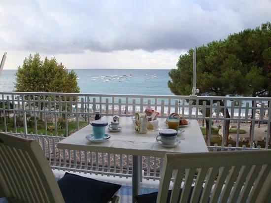Hotel Pensione Reale: Colazione in camera sul terrazzo vista mare