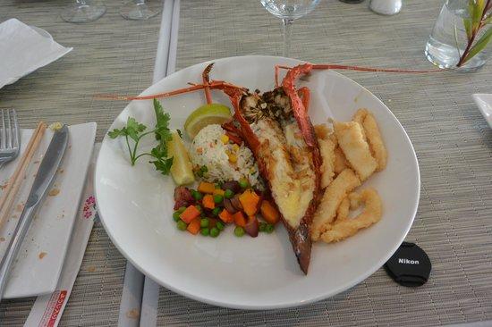 Two Oceans Restaurant: エビとイカフライです。どちらも美味しいです。