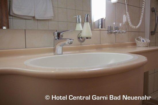 Hotel Central Garni: Badezimmer Doppelzimmer Comfort Ahrseite