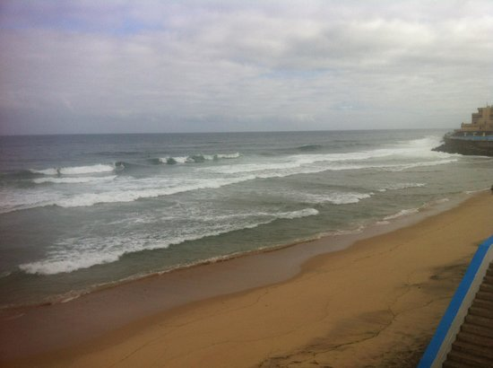 The Lodge: Grand waves at the Praia
