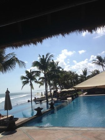 The Legian Bali: Beautiful infinity pool area